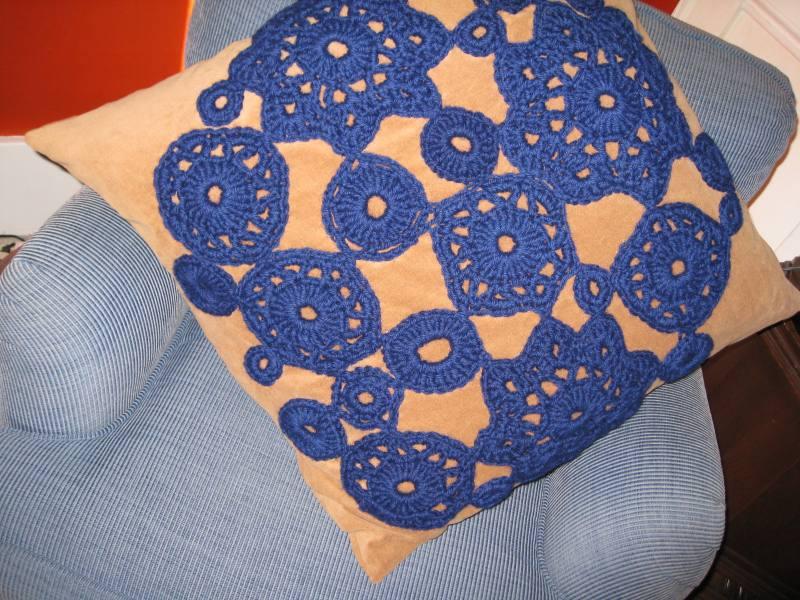crochetpillow2.jpg